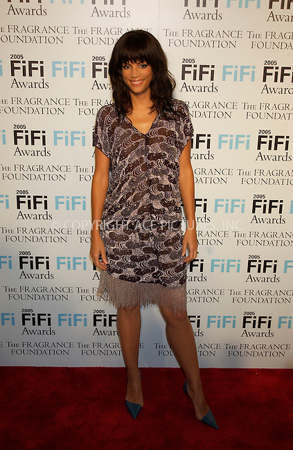 WWW.ACEPIXS.COM . . . . . ....NEW YORK, APRIL 7, 2005....Veronica Webb at the 2005 FiFi Awards held at the Hammerstein Ballroom.....Please byline: KRISTIN CALLAHAN - ACE PICTURES.. . . . . . ..Ace Pictures, Inc:  ..Craig Ashby (212) 243-8787..e-mail: picturedesk@acepixs.com..web: http://www.acepixs.com