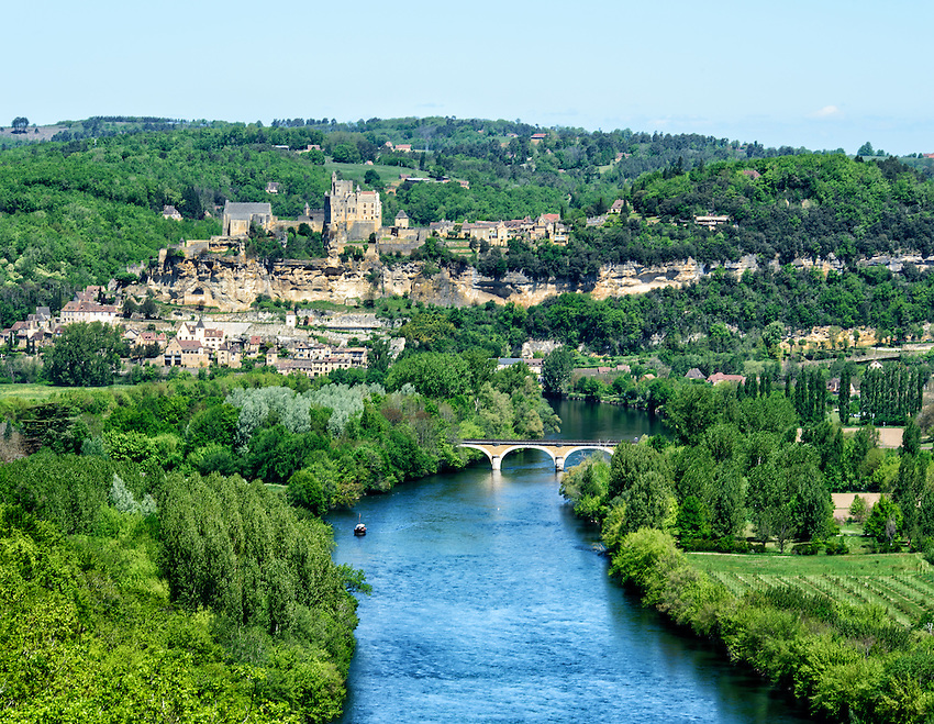 A view of the Dordogne River, the Château de Beynac and the village of Beynac-et-Cazenac, as seen from the top of the Château de Castelnaud