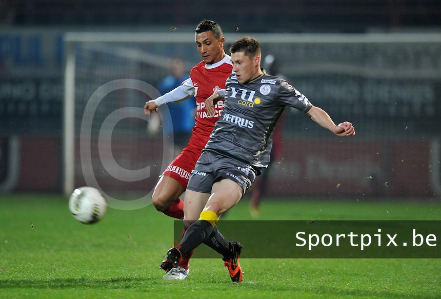 KV Kortrijk - SV Zulte - Waregem : duel tussen Mustapha Oussalah (links) en Jonathan Delaplace.foto VDB / BART VANDENBROUCKE
