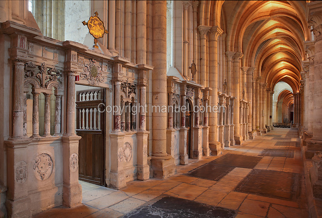 Western ambulatory with its chapels, Laon Cathedral or the Cathedrale Notre-Dame de Laon, built 12th and 13th centuries in Gothic style, in Laon, Aisne, Picardy, France. The cathedral is listed as a historic monument. Picture by Manuel Cohen