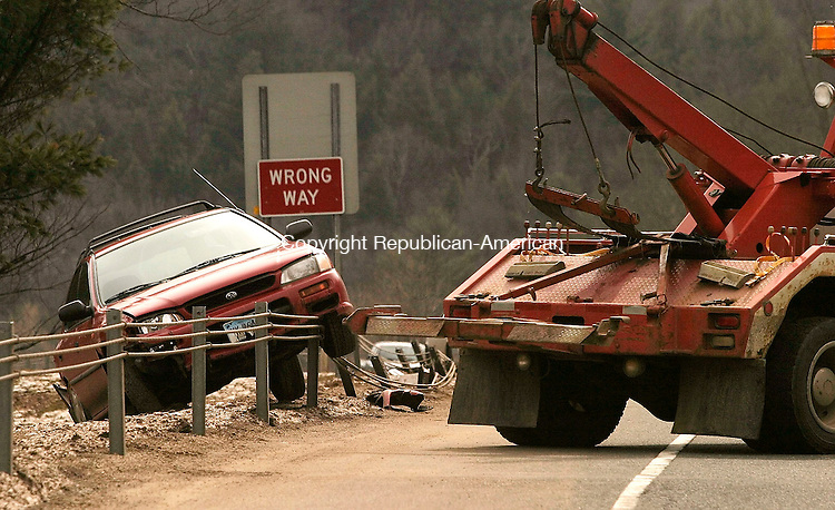 THOMASTON, CT- 25 MARCH 2005-032505J01--A wrecker prepares to remove a vehicle that was involved in a one-car accident on the exit ramp of Route 8 north at exit 38 in Thomaston on Friday.--- Jim Shannon Photo-- Thomaston, Route 8 are CQ
