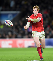 Rhys Patchell of Wales passes the ball. Natwest 6 Nations match between England and Wales on February 10, 2018 at Twickenham Stadium in London, England. Photo by: Patrick Khachfe / Onside Images