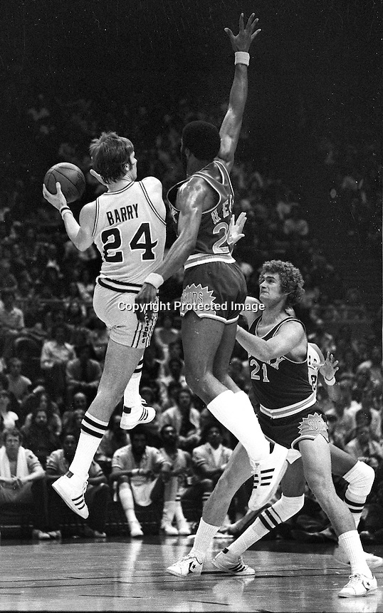 Warriors Rick Barry goes against Gar Heard and Dennis Awtrey of the Phoenix Suns. (1976 photo by Ron Riesterer)