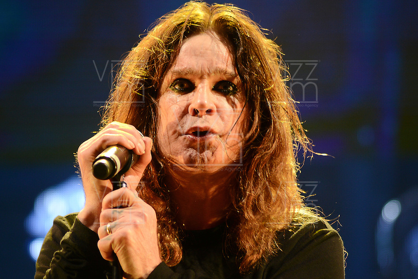 BOGOTA &ndash; COLOMBIA, 19-10-2013: Ozzy Osbourne, durante presentaci&oacute;n de la banda brit&aacute;nica Black Sabbath en el parque Simon Bolivar, octubre 19 de 2013. Black Sabbath se presento por primera vez en Colombia en su gira por suramerica. (Foto: / VizzorImage / Alejandra Mar/ Cont.) <br />