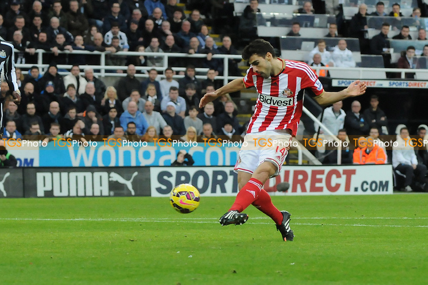 Jordi Gómez of Sunderland shoots - Newcastle United vs Sunderland AFC - Barclays Premier League Football at St James Park, Newcastle upon Tyne - 21/12/14 - MANDATORY CREDIT: Steven White/TGSPHOTO - Self billing applies where appropriate - contact@tgsphoto.co.uk - NO UNPAID USE