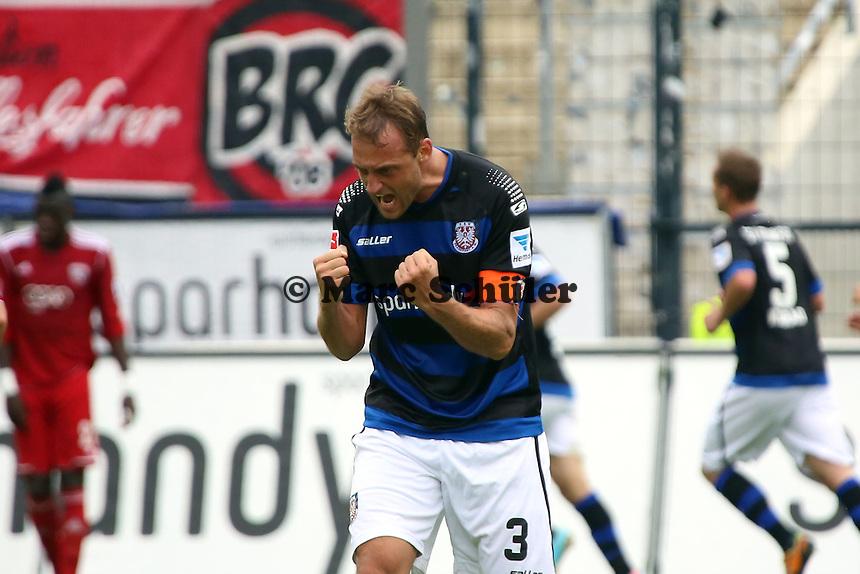 Bjoern Schlicke (FSV) jubelt  ueber das 2:0 - FSV Frankfurt vs. FC Ingolstadt, 8. Spieltag, Frankfurter Volksbank Stadion