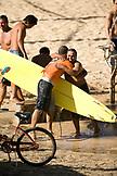 USA, Hawaii, Oahu, surfers embracing on the beach, Waimea Bay