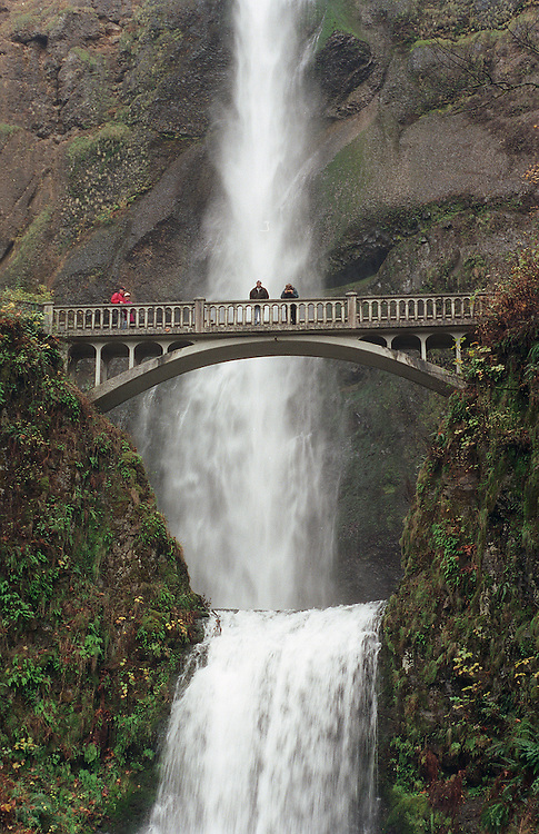 11/8/98.MULTNOMAH FALLS--Sightseers cross a footbridge at Multnomah Falls -- Oregon's No. 1 tourist attraction and the fifth tallest falls in the U.S with a total drop of 621 feet -- in the Columbia River Gorge between Portland and Hood River. The U.S. Forest Service oversees the falls..CONGRESSIONAL QUARTERLY PHOTO BY SCOTT J. FERRELL