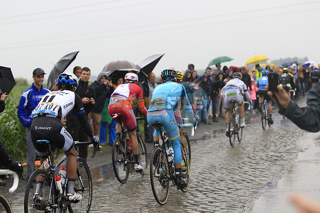 Riders tackle the1st cobbled sector 9 from Gruson to Crossroads de l'Arbe during Stage 5 of the 2014 Tour de France running 155.5km from Ypres to Arenberg. 9th July 2014.<br /> Picture: Eoin Clarke www.newsfile.ie