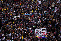 BOGOTA - COLOMBIA, 21-11-2019: Miles de manifestantes salieron a las calles de Bogotá para unirse a la jornada de paro Nacional en Colombia hoy, 21 de noviembre de 2019. La jornada Nacional es convocada para rechazar el mal gobierno y las decisiones que vulneran los derechos de los Colombianos. / Thousands of protesters took to the streets of Bogota to join the National Strike day in Colombia today, November 21, 2019. The National Strike is convened to reject bad government and decisions that violate the rights of Colombians. Photo: VizzorImage / Diego Cuevas / Cont