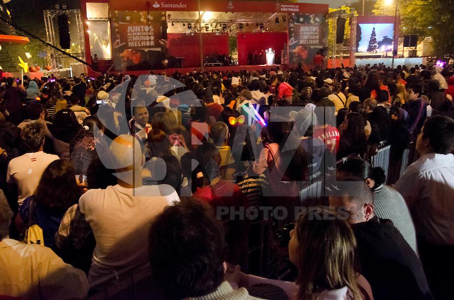 São Paulo, SP, 04 DE DEZEMBRO 2011 – INAUGURAÇÃO DA ÁRVORE DE NATAL DO IBIRAPUERA – Na noite do domingo (04), foi inaugurada a árvore de natal do Parque do Ibirapuera com a presença de grande público. O evento, com apresentação de Marcelo Taz, contou com música clássica e encenação teatral, além de fogos de artifício, assim que a árvore foi acesa. (FOTO: CAIO BUNI / NEWS FREE).