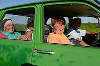ROMANIA Banat, village Semlac, organic herbs farm, field worker in old car Dacia / RUMAENIEN Banat, Dorf Semlac, Heilkraeuteranbau, Landwirt Rado Tomuth bringt seine Mitarbeiter mit seinem Dacia ins Dorf