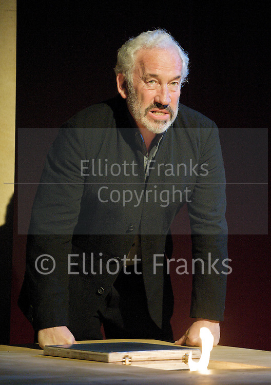 Being Shakespeare<br />