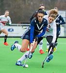 AMSTELVEEN -  Stella van Gils (Pin) met Maria Verschoor (A'dam)   tijdens de hoofdklasse competitiewedstrijd dames, Pinoke-Amsterdam (3-4). COPYRIGHT KOEN SUYK