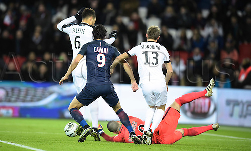 11.01.2017. Paris, France. French league cup football, Paris Saint Germain versus FC Metz.  Goalkeeper David Oberhauser ( Metz ) makes the save from Edinson Cavani (psg) covered by Falette and Signorino (metz)