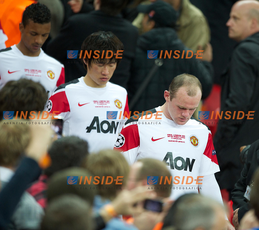 28.05.2011, Wembley Stadium, London, ENG, UEFA CHAMPIONSLEAGUE FINALE 2011, FC Barcelona (ESP) vs Manchester United (ENG), im Bild Manchester United's Wayne Rooney looks utterly dejected as his side are outclassed by FC Barcelona 3-1 during the UEFA Champions League Final at Wembley Stadium, EXPA Pictures © 2011, PhotoCredit: EXPA/ Propaganda/ Chris Brunskill *** ATTENTION *** UK OUT! <br /> Foto Insidefoto