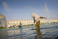 June 18, 2014 - Isfahan (Iran). A girl plays in the fountain of Nasq-e Jahan Square of Isfahan. © Thomas Cristofoletti / Ruom