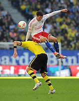 FUSSBALL   1. BUNDESLIGA   SAISON 2012/2013   5. Spieltag Hamburger SV - Borussia Dortmund               22.09.2012         Neven Subotic (Borussia Dortmund) schultert Marcus Berg (Hamburger SV)