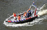 Den Bosch. Open dag van de Brandweer. Bezoekers mogen meevaren in een boot van de brandweer