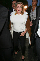 CATHERINE DENEUVE - ASSISTE AU DEFILE DE LA COLLECTION PRET A PORTER PRINTEMPS/ETE 2018 'YVES SAINT LAURENT' PENDANT LA FASHION WEEK A PARIS, FRANCE, LE 26/09/2017.