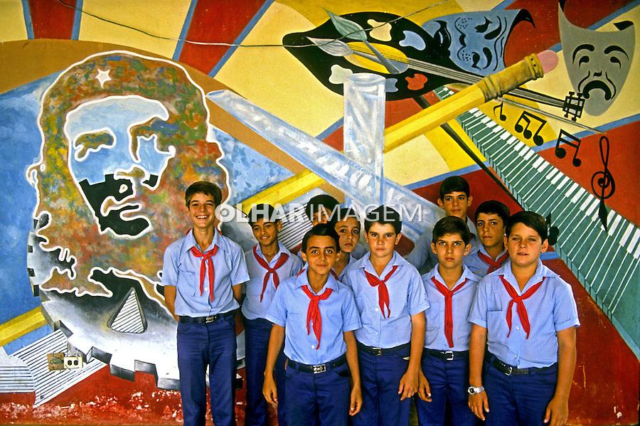 Crianças escolares no Palácio dos Pioneiros em Havana, Cuba. 1984. Foto de Juca Martins.