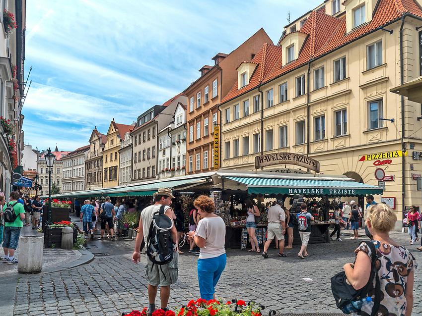 Praga, stolica Czech. 2013-07-23. Havelska - Praski Market.