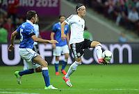 FUSSBALL  EUROPAMEISTERSCHAFT 2012   HALBFINALE Deutschland - Italien              28.06.2012 Andrea Barzagli (li, Italien) gegen Mesut Oezil (re, Deutschland)