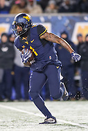 Morgantown, WV - November 19, 2016: West Virginia Mountaineers wide receiver Shelton Gibson (1) in action during game between Oklahoma and WVU at  Mountaineer Field at Milan Puskar Stadium in Morgantown, WV.  (Photo by Elliott Brown/Media Images International)