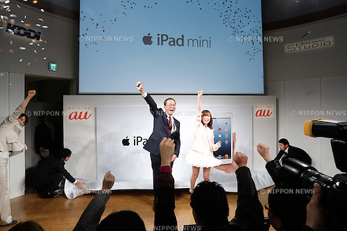 November 30, 2012, Tokyo, Japan - President Koji Tanaka of KDDI gives a pep talk at a count-down ceremony at its Tokyo studio as Japan's second largest communication carrier launches Apple's iPad mini and the latest iPad with cellular connectivity on Friday, November 30, 2012. It is the first time for KDDI, the provider of the au mobile communication services, to offer the iPad series, Apple's popular line of multipurpose tablet computers. (Photo by AFLO) UUK -mis-