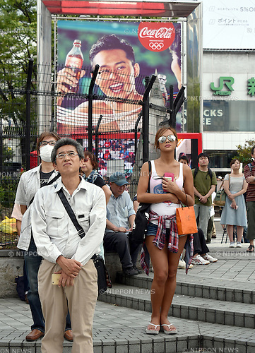 August 8, 2016, Tokyo, Japan - Passersby stop and watch Emperor Akihito on a gigantic screen at busy Tokyos Shinjuku area as the monarch expresses his thoughts on abudication in a pre-arranged video message on Monday, August 8, 2016. ast month, the 82-year-old emperor was reported to have conveyed his wish to hand the throne to his 56-year-old son, Crown Prince Naruhito, due to concerns about his frail health and ability to fully perform his duties as symbol emperor. The Emperor ascended to the throne in 1989 upon the death of his father, Emperor Hirohito. (Photo by Natsuki Sakai/AFLO) AYF -mis-