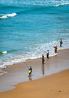Spanien, Andalusien, Provinz Cádiz, Conil de la Frontera: Badeort an der Costa de la Luz, Angler am Strand   Spain, Andalusia, Province Cádiz, Conil de la Frontera: beach resort at Costa de la Luz, fisher