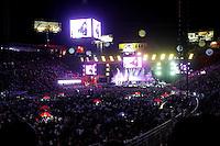 BARRETOS, SP, 23.08.2015 - BARRETOS-2015 - Garth Brooks cantor e compositor de música country dos Estados Unidos durante apresentação na 60ª edição da Festa do Peão de Boiadeiro de Barretos, no interior de São Paulo, na noite de ontem sábado, 22. (Foto: Paduardo/Brazil Photo Press)