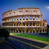 Italy, Lazio, Rome: The Colosseum at night | Italien, Latium, Rom: Das Kolosseum am Abend