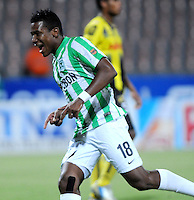 MEDELLIN - COLOMBIA -06-02-2014: Wilder Guisao jugador de Atletico Nacional celebra el gol anotado durante partido de la tercera fecha de la Liga Postobon I 2014, jugado en el estadio Atanasio Girardot de la ciudad de Medellin. / Wilder Guisao player of Atletico Nacional celebrates a goal scored  during a match for the third date of the Liga Postobon I 2014 at the Atanasio Girardot Stadium in Medellin city. Photo: VizzorImage  / Luis Rios / Str.