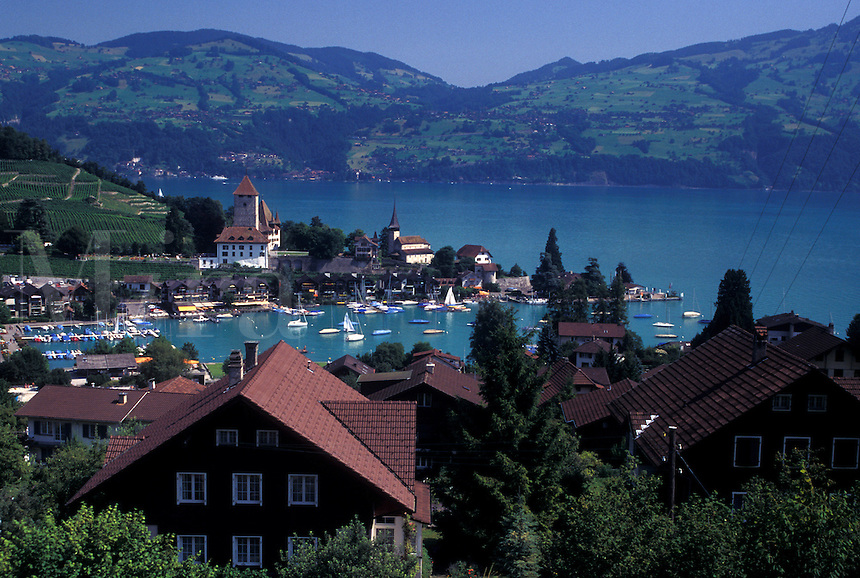 Switzerland, Berne, Bern, Thunersee, Scenic view of the town of Spiez along Lake Thun in the Bernese Oberland.