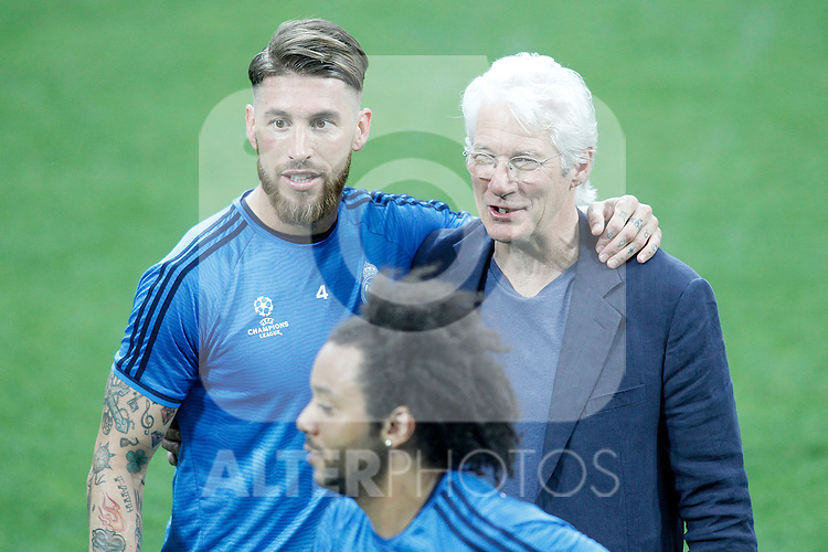 American actor Richard Gere with Real Madrid's players Sergio Ramos (l) and Marcelo Vieira (c) during Champions League 2015/2016 training session. May 27,2016. (ALTERPHOTOS/Acero)