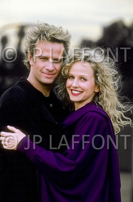 "Los Angeles, U.S.A, 1989. Christopher Lambert and Kim Greist during the filming of the movie ""Why Me?""."