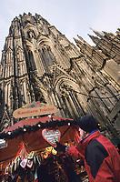 Europe/Allemagne/Rhénanie du Nord-Westphalie/Cologne: Marché de Noël devant la Cathédrale Roncalliplatz