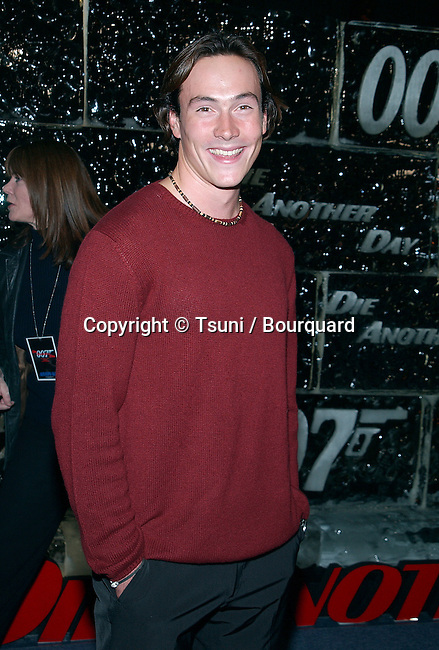"Chris Klein arriving at the premiere of ""Die Another Day"" at the Shrine Auditorium in Los Angeles. November 11, 2002.            -            KleinChris31.jpg"