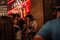 Paris Fete de la musique   Festa della Musica 2015  Music Festival  Suonatore di chitarra con sigaretta  Guitar player