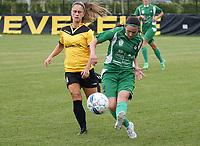 SK Zwevezele  -  Cerkel Ladies Brugge  : Jana Daneels van Cerckel ontzet voor Manon de Bart .<br /> foto VDB / BART VANDENBROUCKE