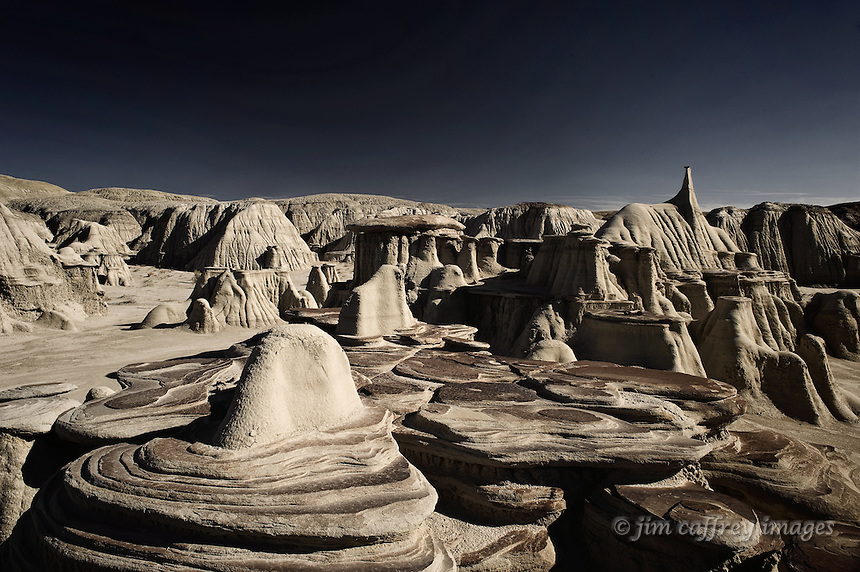 Unusual rock formations and hoodoos in the Ah Shi Sle Pah Wash badlands of northwestern New Mexico.