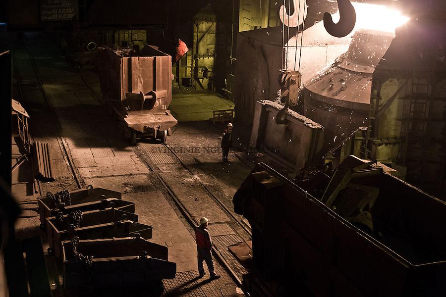 MARIUPOL, Ukraine: Room for the blast furnace where the iron ores are melt at more than 1700 degrees. <br /> <br /> MARIUPOL, Ukraine: D&eacute;partement du haut fourneau o&ugrave; l'acier est fondu &agrave; plus de 1700 degr&eacute;s.