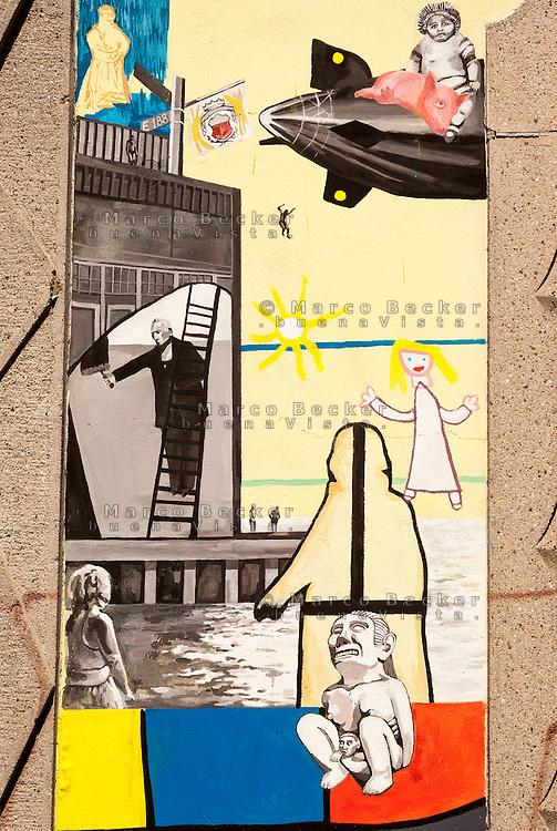 Milano, quartiere Bovisa, periferia nord. Un murale sul muro di cinta della ex Armenia Films (Milano Films - prima casa di produzione cinematografica del primo novecento in Italia) ispirato al quartiere e alla storia del cinema italiano --- Milan, Bovisa district, north periphery. A mural on the surrounding wall of former Armenia Films (Milano Films - Italy's first film production company from the early twentieth century) inspired by the neighborhood and the history of Italian cinema