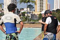 SAO PAULO, SP, 01 DE JULHO 2012 – Virada Esportiva recebe competicao inusitada neste domingo, com prova de Wakeboard no Parque Esportivo do Trabalhador (CERET), zona leste da capital. Grandes nomes brasileiros do esporte compareceram e mostraram suas habilidades em Wakibord nesse domingo. FOTO: THAIS RIBEIRO - BRAZIL PHOTO PRESS