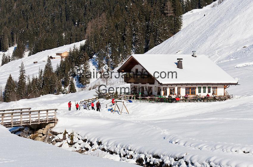 Austria, Tyrol, Ziller Valley Arena, Gerlos: popular ski resort at Gerlos Valley, winter hiking trail into Schoenach Valley, mountain inn Lackenalm   Oesterreich, Tirol, Zillertal-Arena, Gerlos: beliebter Skiort im Gerlostal, Winterwanderweg ins Schoenachtal, die Jausenstation Lackenalm