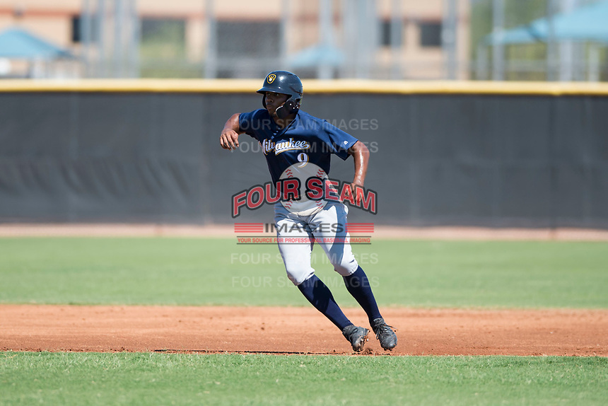 Milwaukee Brewers center fielder Joe Gray (9) takes his lead off second base during an Instructional League game against the San Diego Padres at Peoria Sports Complex on September 21, 2018 in Peoria, Arizona. (Zachary Lucy/Four Seam Images)