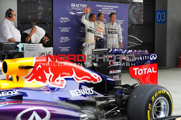 25.-27-10-2013, Jaypee-Circuit, Noida, IND, F1, Grosser Preis von Indien, Noida, im Bild Lewis Hamilton (GBR), Mercedes GP - Sebastian Vettel (GER), Red Bull Racing - Nico Rosberg (GER), Mercedes GP <br />  Foto &copy; nph / Mathis