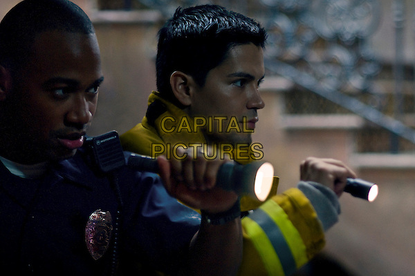 COLUMBUS SHORT & JAY HERNANDEZ.in Quarantine.(Quarantined).*Filmstill - Editorial Use Only*.CAP/FB.Supplied by Capital Pictures.