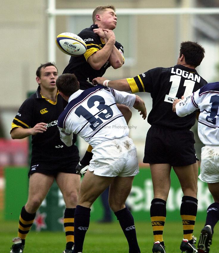 Photo. Richard Lane. .Swansea v Wasps, Heineken Cup Pool 6. 7/10/2000..Josh Lewsey spills the high ball.